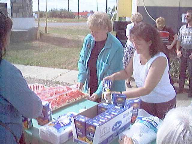 Cathie & Cindy prepare healthy snacks